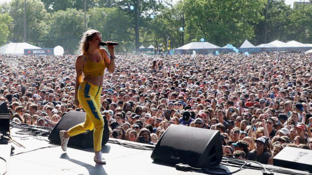 01-tove-lo-performs-at-gov-ball-2017-a-billboard-1548 2
