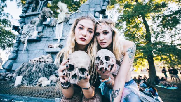 Voodoo_Music_Experience_2016_Katrina_Barber_Mortuary