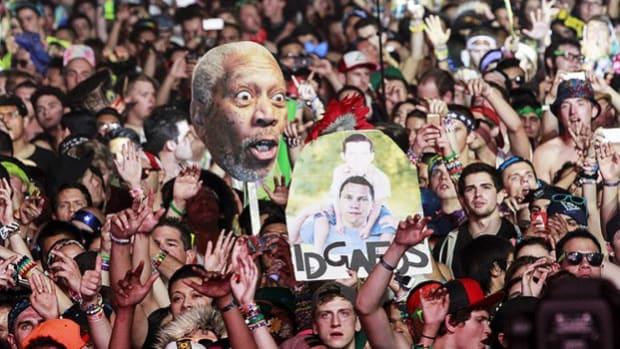 Crazy EDM Fans (Morgan Freeman & IDGAFOS Signs)