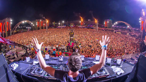 Hardwell @ EDC Las Vegas - Massive Crowd (Rukes Photo)