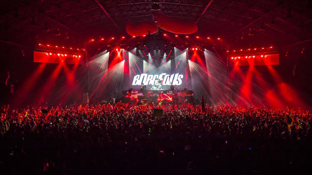 Borgeous Crowd Photo With Red Lights