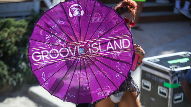 Groove Island Umbrella @ Catalina Island