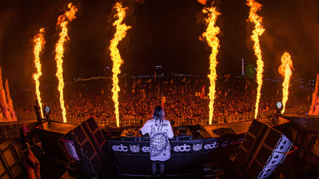 Alison Wonderland performing at EDC Orlando with pyrotechnics in 2019.