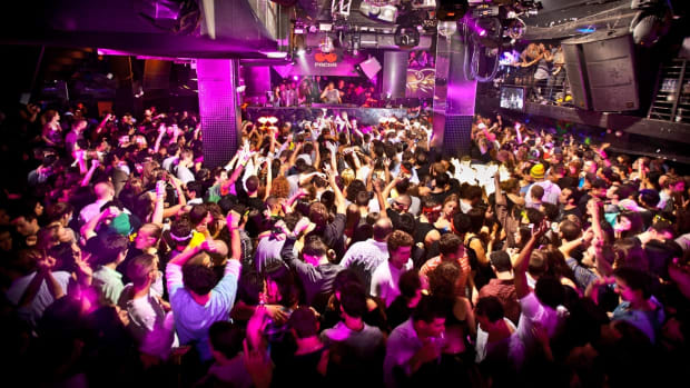 Crowd shot at NYC nightclub Cielo.