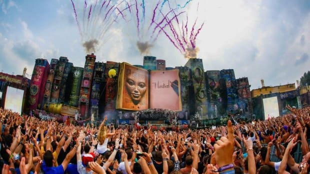 A photo of the Tomorrowland 2012: The Book of Wisdom main stage.