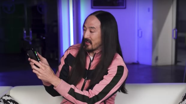 Steve Aoki in the unboxing video for the Samsung Galaxy Fold.