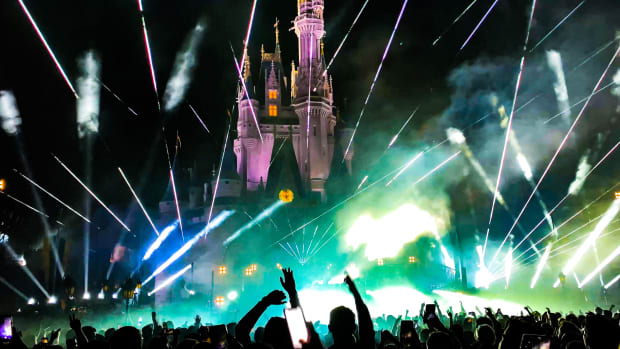 Axwell Disney World Magic Kingdom Cinderella Castle