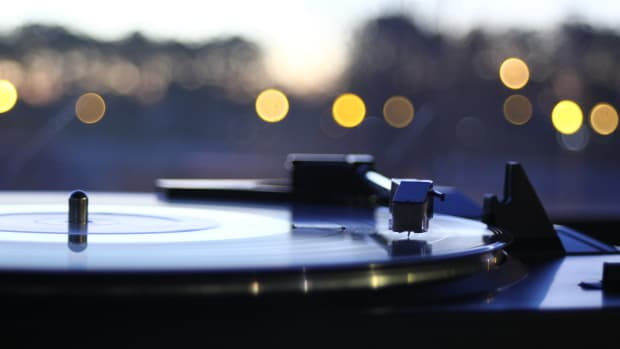 photo-of-vinyl-player-1135995