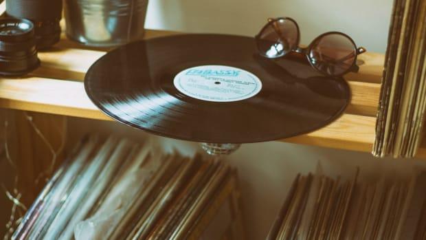 vinyl-disc-on-top-of-shelf-2117239