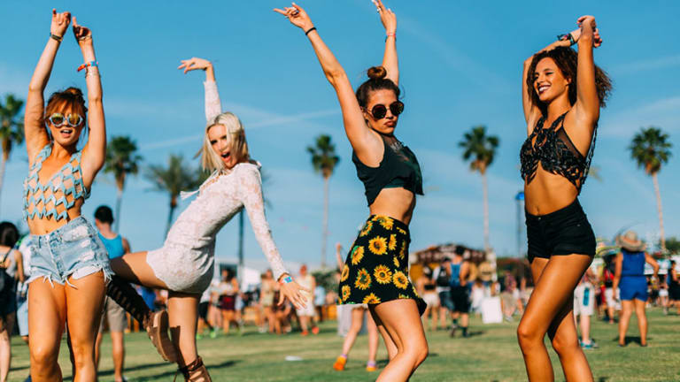 """6 Must-Haves For A """"Hands-Free"""" Festival Season!"""
