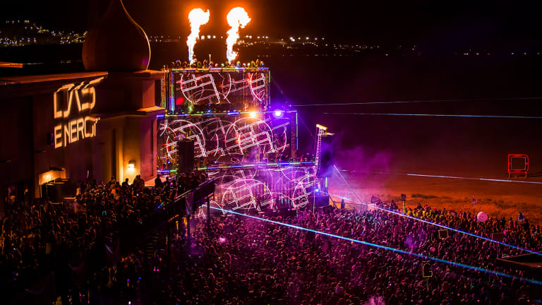 Breaking: Das Energi Stage Suddenly Collapses & Strikes One Attendee