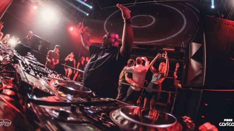 "Carl Cox Delivers a ""Pure"" Set to a Packed Out Crowd at Ibiza's Privilege Nightclub"
