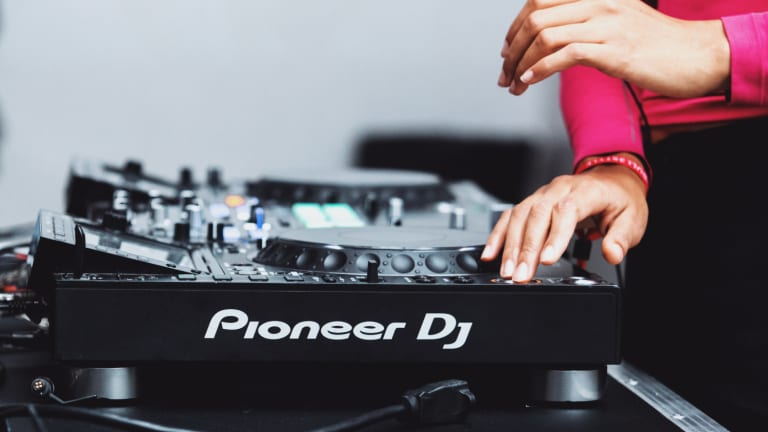 "Pioneer DJ Announces New Season of ""DJs in PJs"" with Kaskade, Modestep, More"