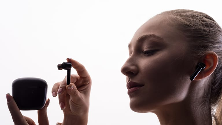 These ReduxBuds Wireless Headphones Have AI-Powered Active Noise Cancellation