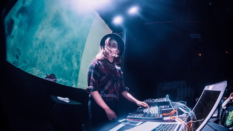 "Dombresky Brings 90s House Flair to TOKiMONSTA's ""Come and Go"""