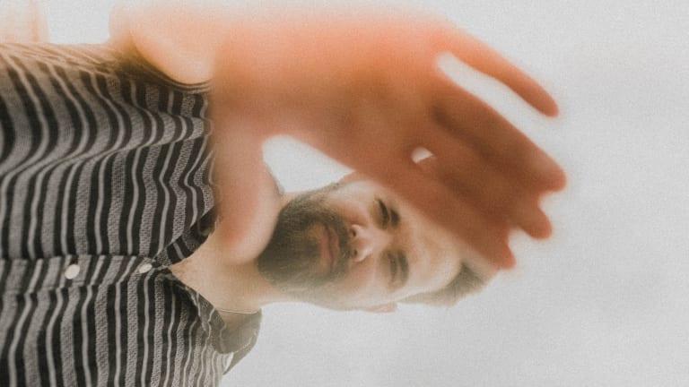 """Jake Daniels Drops Angsty Alt-Rock Crossover Jam """"Liar"""""""
