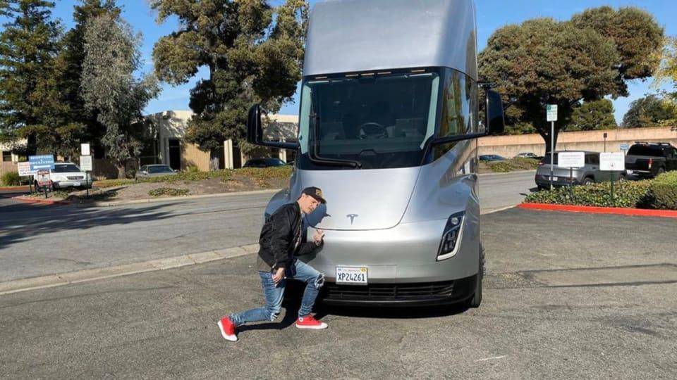 "deadmau5 to Elon Musk: ""Count Me In"" for Tesla Semi Mobile Studio/Tour Bus"