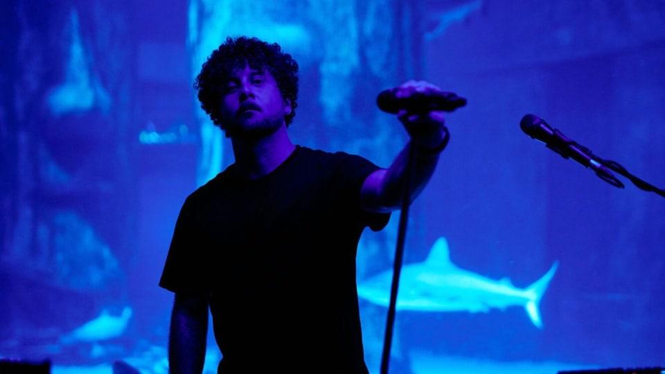 Watch Elderbrook Perform Dazzling Live Set at a Luminescent London Aquarium