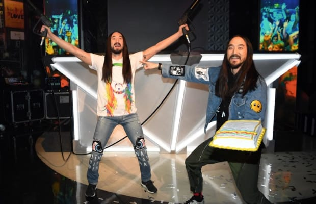 Steve Aoki Cakes Steve Aoki at Madame Tussauds Reveal Experience