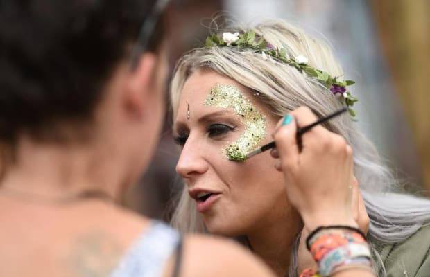 Nearly 60 UK Music Festivals Are Banning The Use Of Glitter & Other Plastic Products
