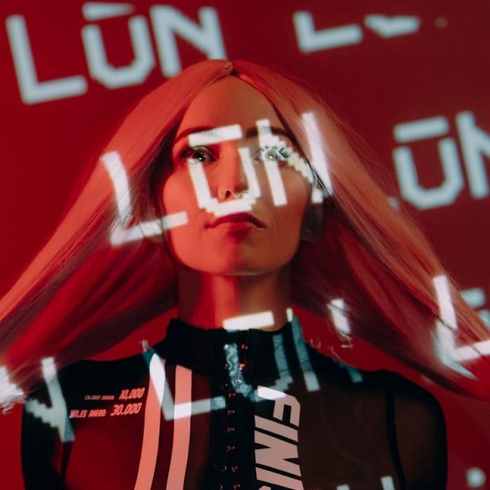 LŪN lanzó su EP debut, jaja, me gusta, a través de Fueled By Ramen.
