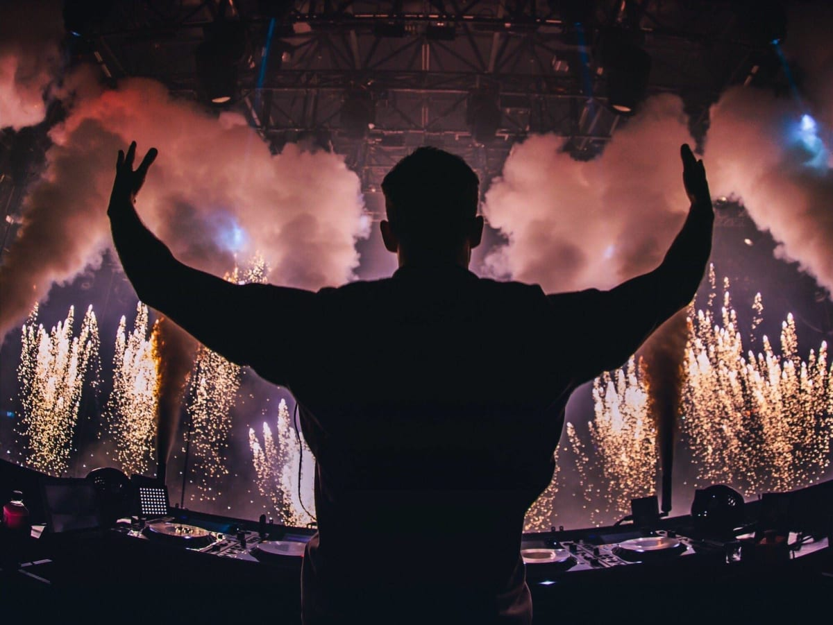 """Calvin Harris Shares New Exclusive Remix and Sun-Kissed """"Summer Sessions"""" Playlist as Love Regenerator - EDM.com"""