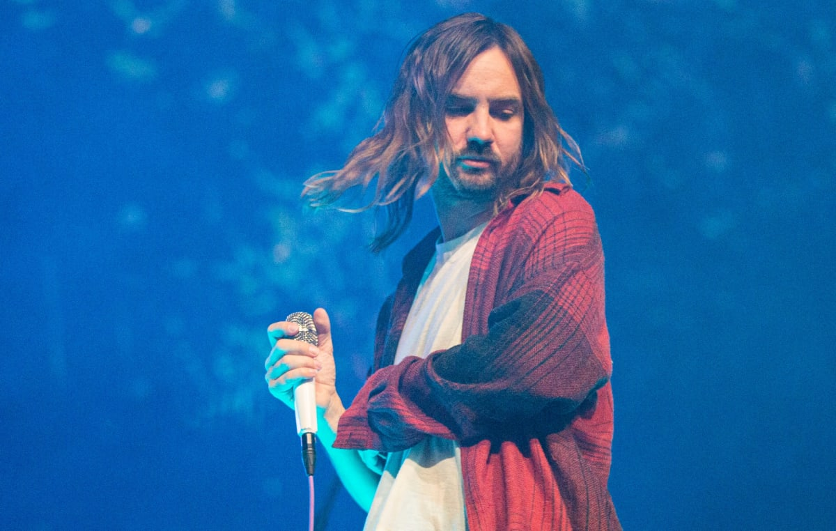 "Watch Kevin Parker Bring His ""Tame Impala Soundsystem"" to Jimmy Fallon with ""Borderline"" Performance - EDM.com"