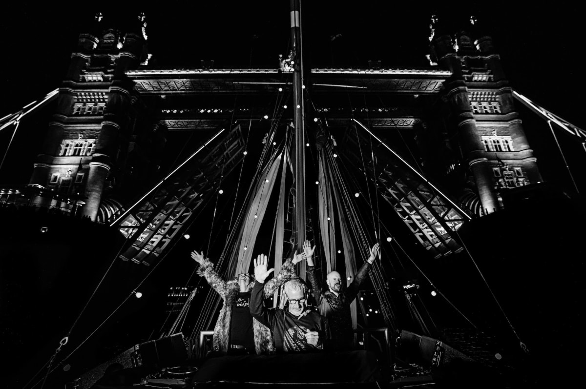 """Watch Above & Beyond Perform While Sailing the River Thames for """"Group Therapy 400"""" - EDM.com"""