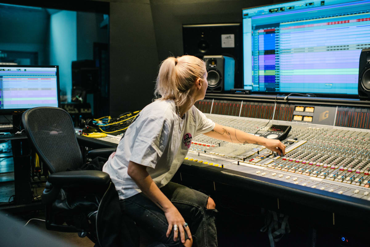 Pathwaves Music Production Camp for Women and Nonbinary Artists Slated for November - EDM.com