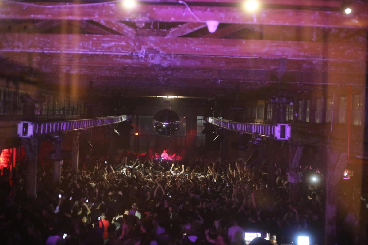 Crowd shot - Knee Deep In Queens