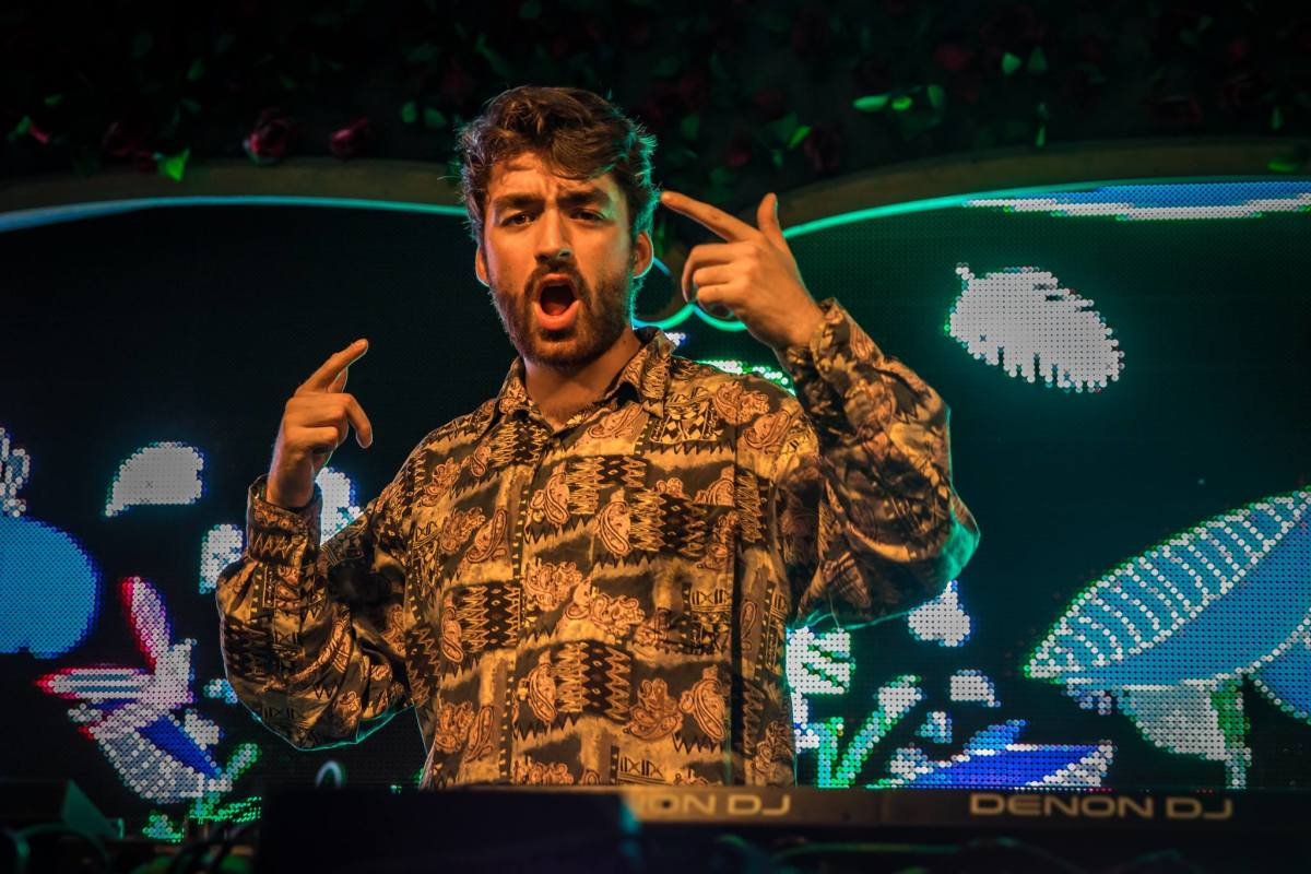 """Oliver Heldens Releases Classic House-Inspired Track, """"AQUARIUS"""""""