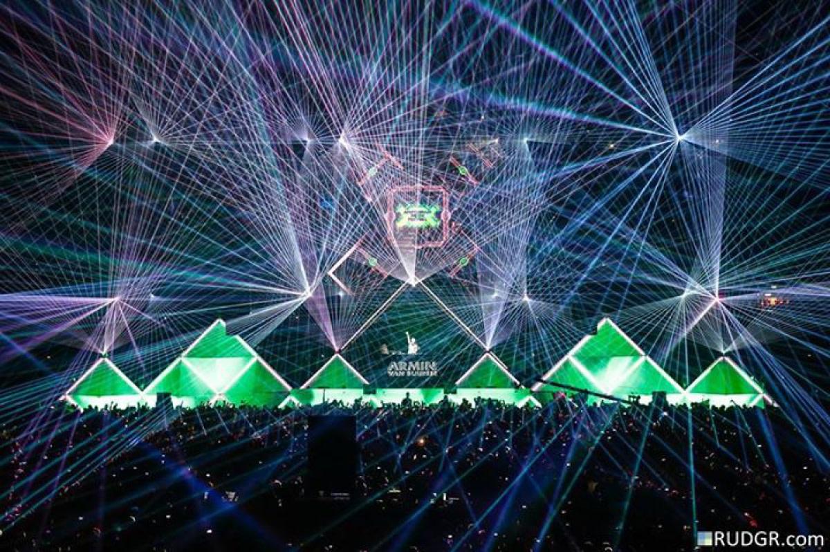 Armin Van Buuren Laser Lightshow