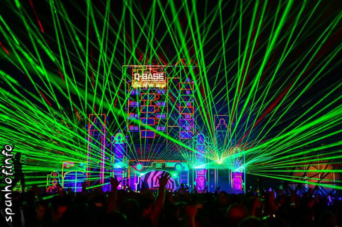 Q-Base Laser Lightshow