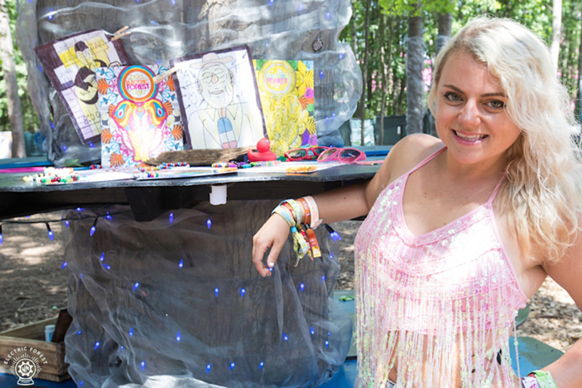 Ashley brought art therapy to a local veterans home with supplies funded by the Wish Machine.