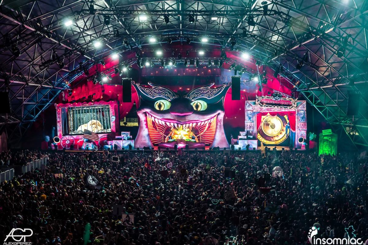 A crowd and stage photo of Escape: Psycho Circus taken by Alex G PErez for Insomniac.