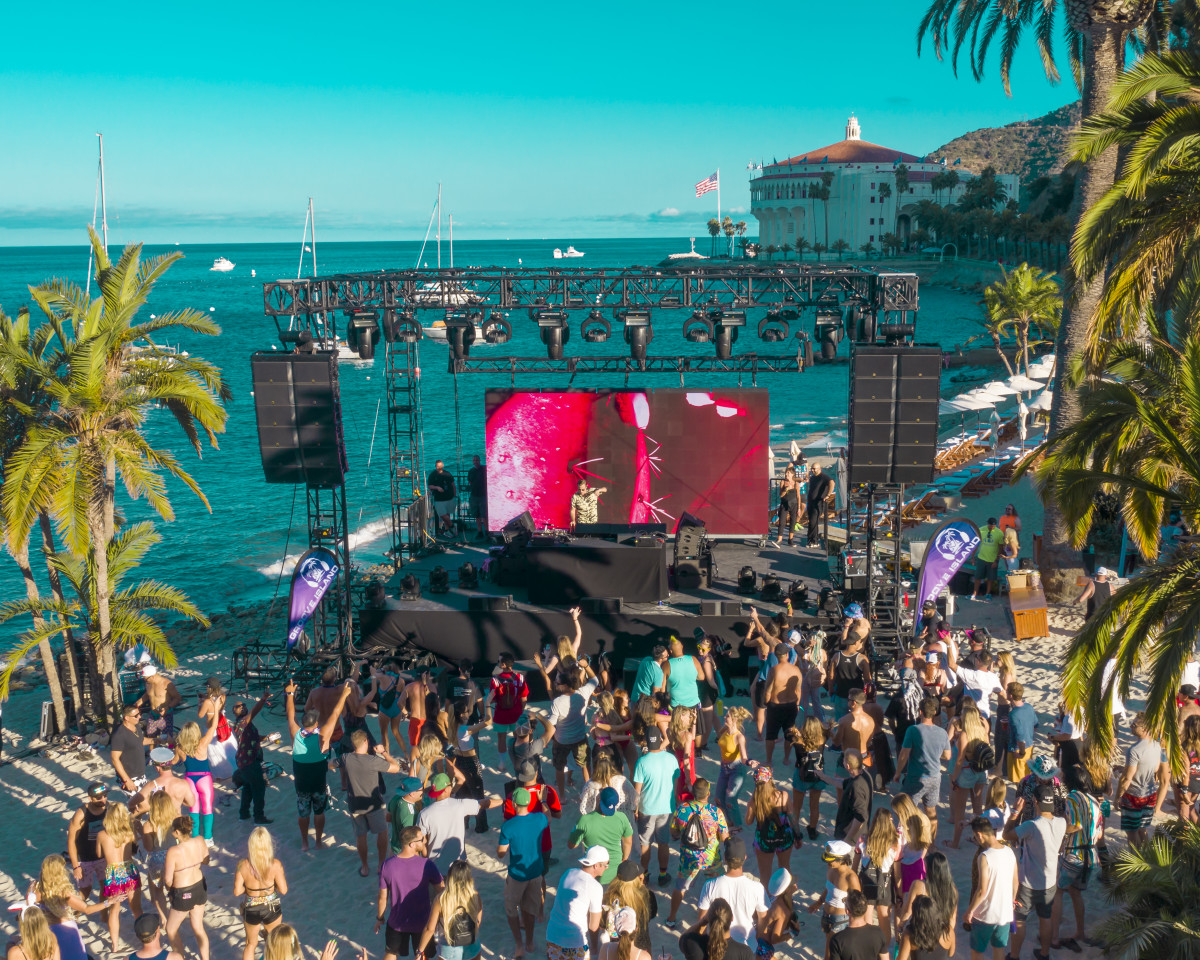 Descanso Beach Club & Catalina Casino @ Groove Island 2019