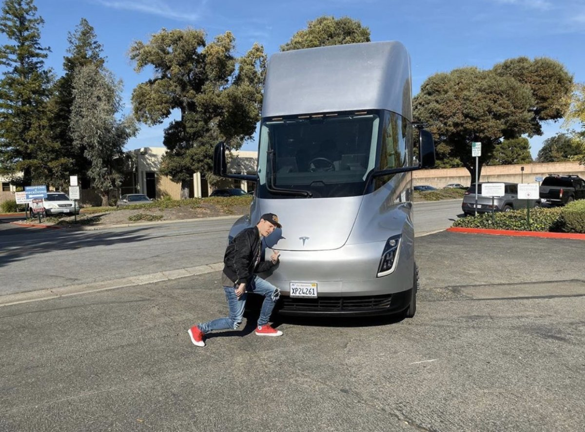 "deadmau5 to Elon Musk: ""Count Me In"" for Tesla Semi Mobile Studio/Tour Bus"