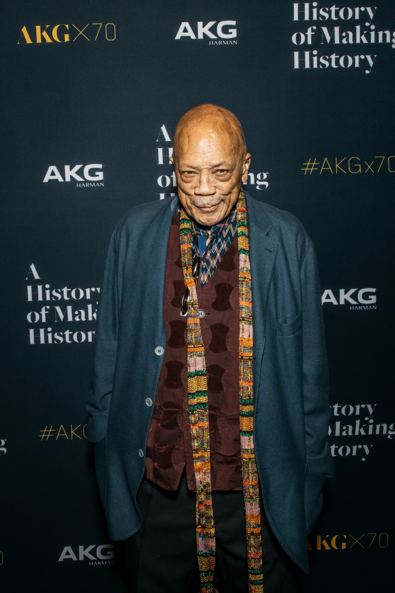 AKG welcomes Quincy Jones on the red carpet.