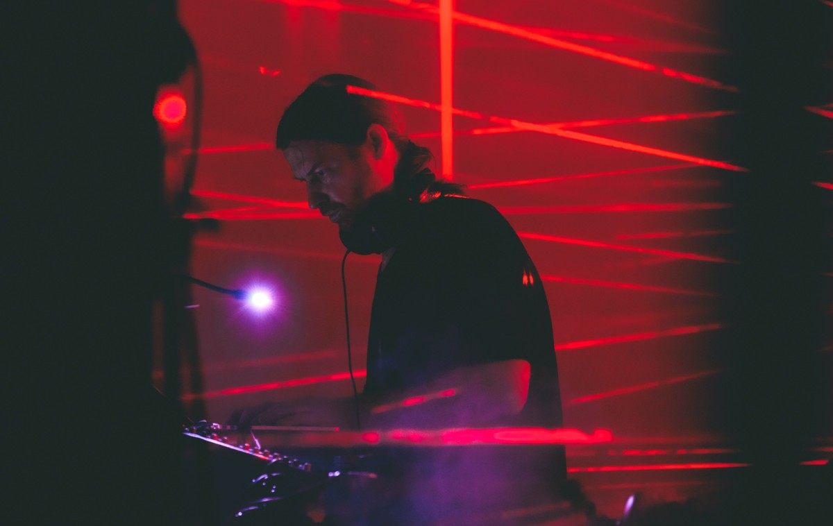 aphex twin with red lasers behind him