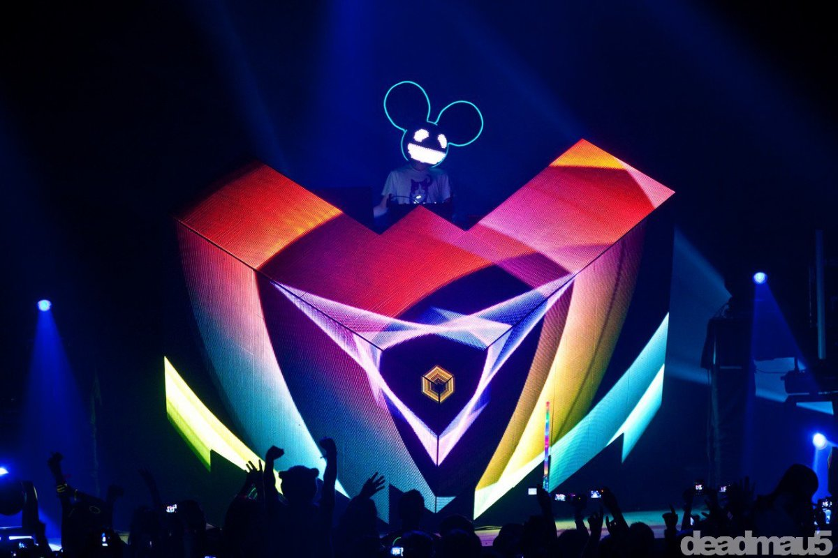 deadmau5 Announces the Return of the LED mau5head
