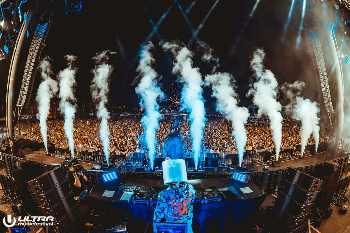 Marshmello Performs Day One of Ultra
