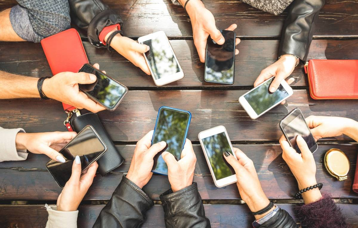 820a69-20190409-a-group-of-people-using-smartphones (1)