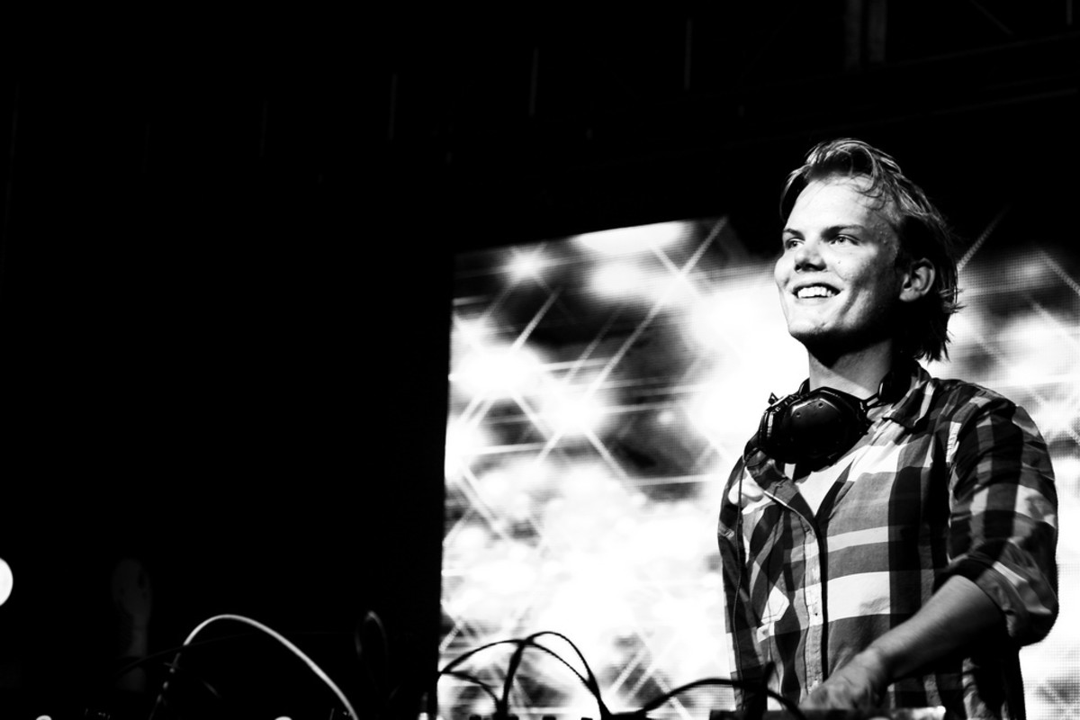 Avicii performs live.