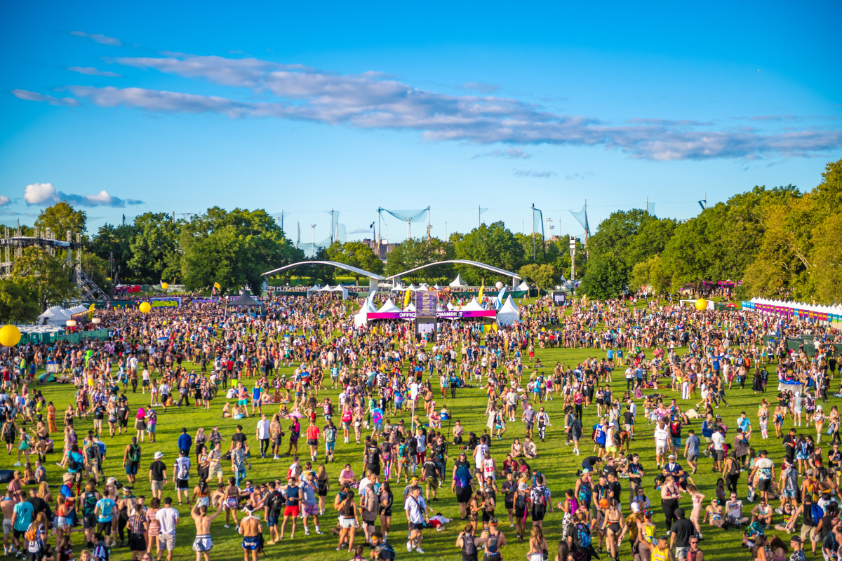 The crowd wandering the grounds of Electric Zoo