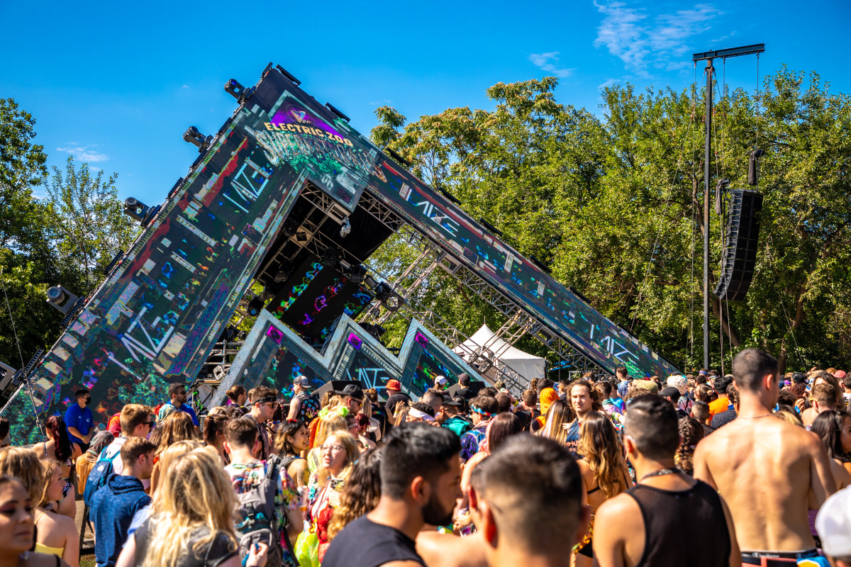 Futuristic visuals on The Gateway stage