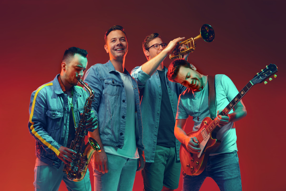 Sam Feldt with his live band prior to the COVID-19 pandemic.