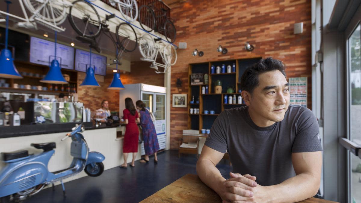 Кевин Аоки в кафе Bluetree на гавайском острове Оаху.