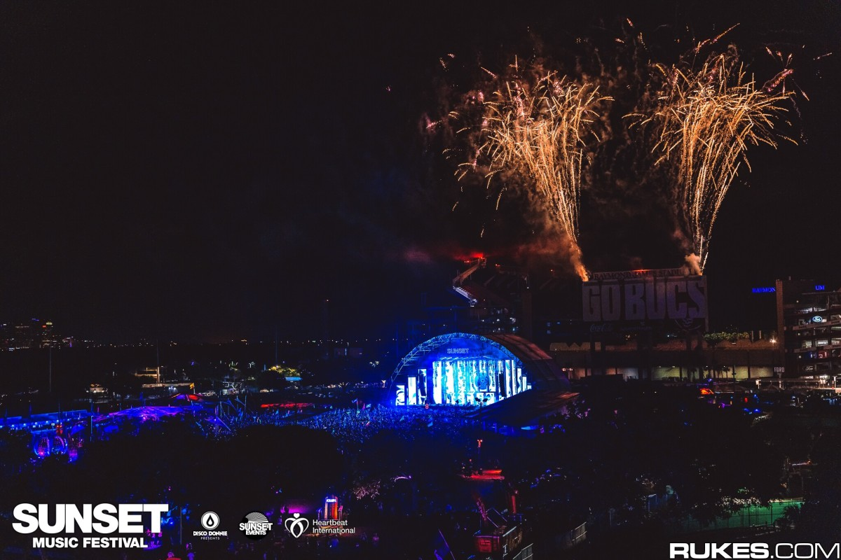 Seven Lions closes out day one with fireworks at SMF 2021.