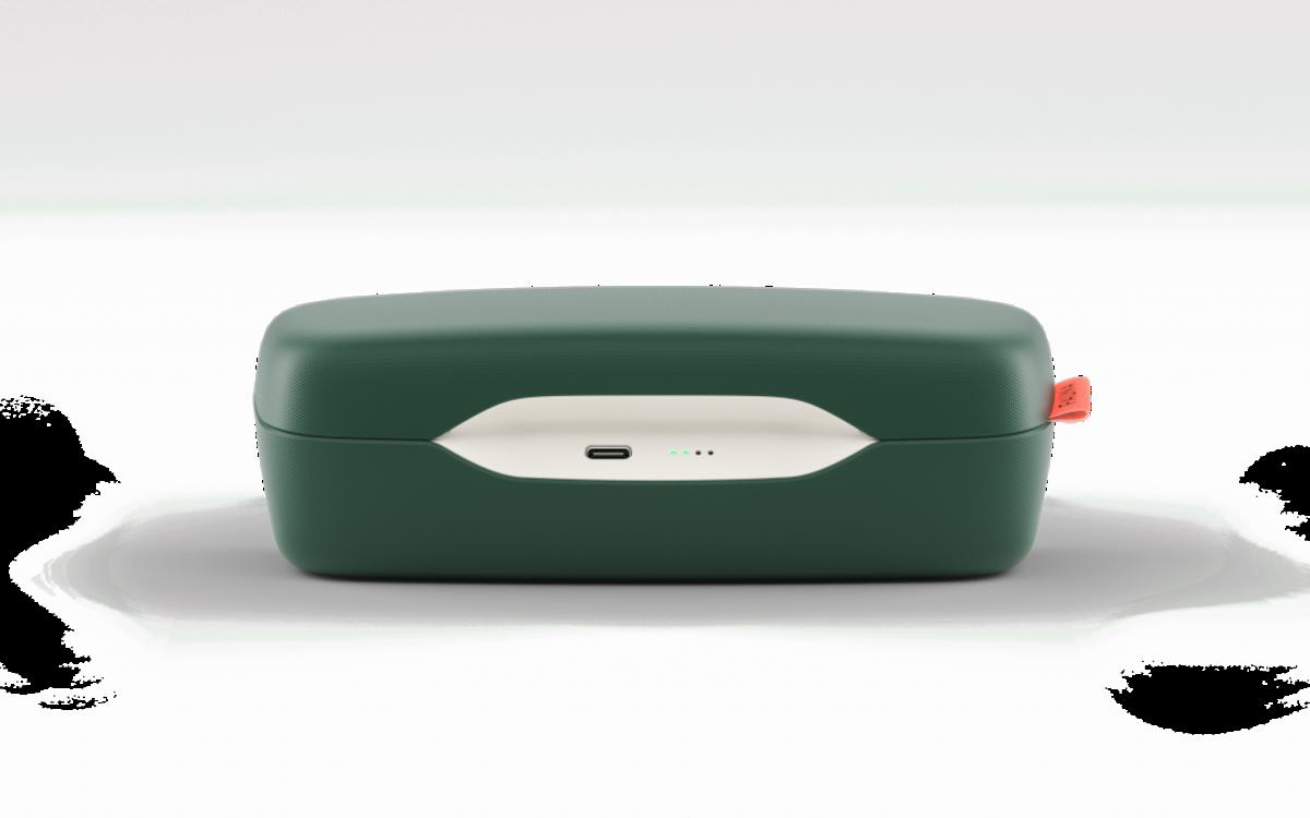 Аудио-очки Fauna заряжаются с помощью футляра со встроенным аккумулятором.