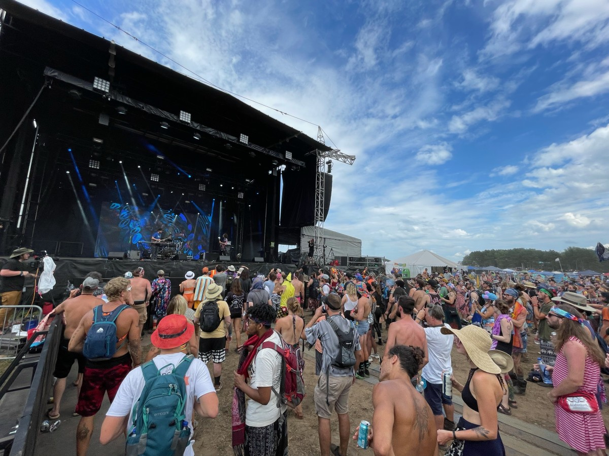 SunSquabi gathering a large crowd together for their Saturday daytime set on the Sunshine Stage.